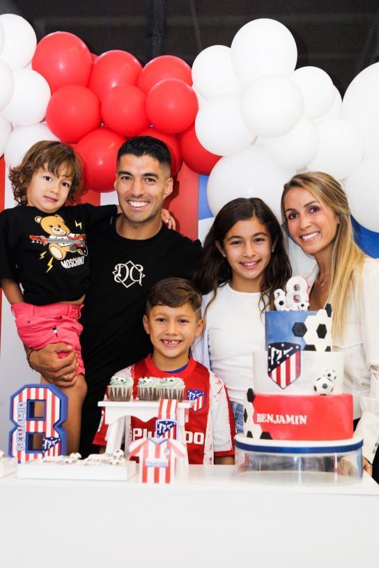 Suárez celebra el cumpleaños de su hijo Benja en clave rojiblanca