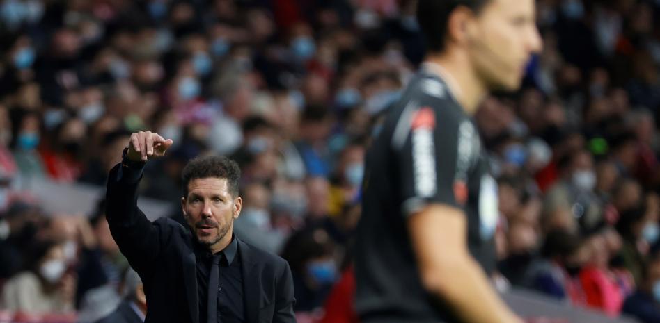 """Simeone: """"Si el equipo tiene equilibrio pueden jugar Joao, Suárez y Griezmann"""""""
